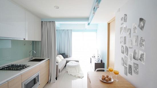 Phòng khách được thiết kế thông minh, sử dụng ánh sáng tự nhiên vào ban ngày song vẫn đảm bảo nguồn sáng khi về tối hay khi được che kín rèm.
