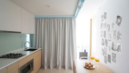 Màu trắng được sử dụng cho các bức tường, trần nhà và sàn nhằm tạo một không gian thoáng mát và đem lại cảm giác rộng rãi.