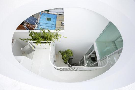 Giếng trời thiết kế dạng hình thang ngược...