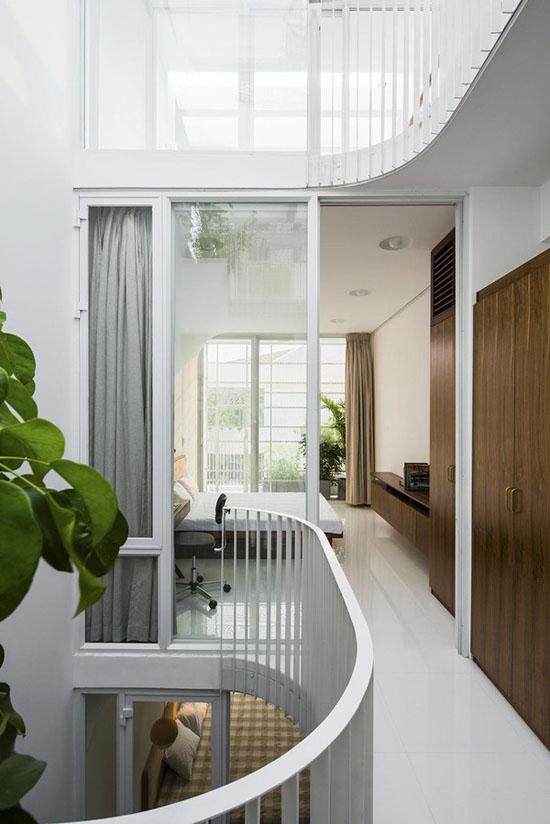 Đơn giản, rộng thoáng, ngập tràn ánh sáng và có cây xanh là điểm chung của mọi phòng ngủ.