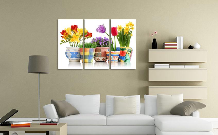 Tranh trang trí là một trong những đồ vật thường được gia chủ ưu tiên sử dụng để trang trí nội thất