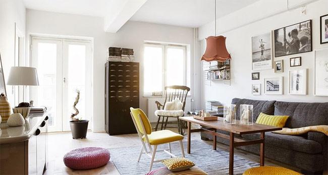 Chỉ cần sự xuất hiện của một vài gam màu nổi bật là đã đủ mang tới sự sống động cho phòng khách rồi!