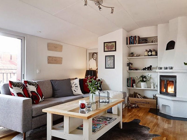 Trong những phòng khách được thiết kế nội thất theo phong cách Bắc Âu, màu trắng và các gam trung tính thường giữ vài trò chủ đạo. Bên cạnh đó còn có sự góp mặt của các gam màu mạnh. Chính vì lẽ đó mà nếu phòng khách của bạn được thiết kế theo lối này thì sẽ tạo một khoảng không gian rất đỗi thanh nhã, giản dị và tinh tế.