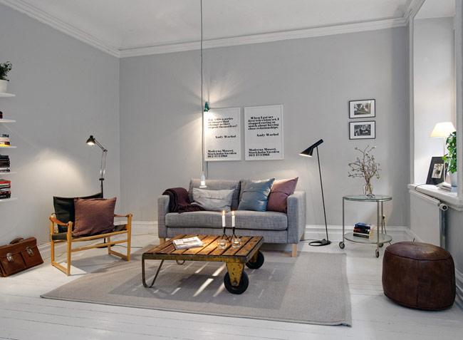 Mặc dù không khoác trên mình những gam màu nổi bật nhưng tất cả các món đồ, từ chiếc bàn, chiếc ghế… đều rất độc đáo vì được lựa chọn khá cẩn thận.