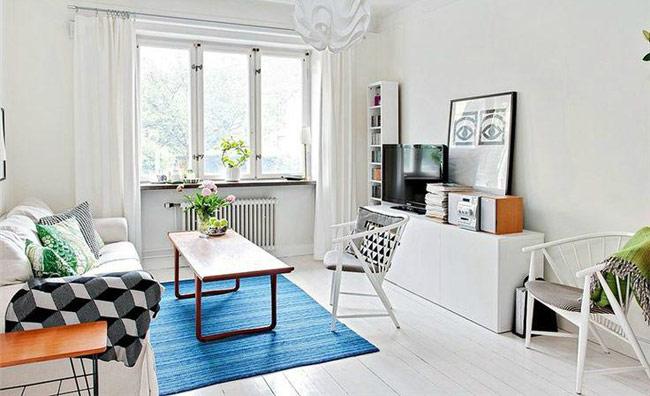 Với những món đồ thiết kế đơn giản và gam màu trắng thì mặc dù không gian có phần nhỏ hẹp, song vẫn luôn rộng thoáng.