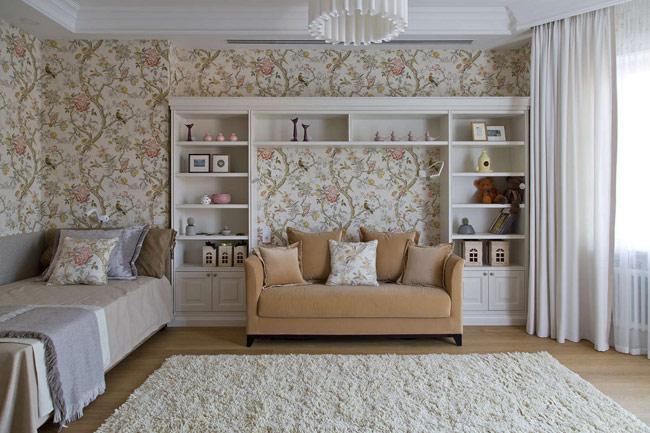 Bức tường dành làm nơi trang trí đồ vật cũng như giấy dán tường hoa luôn được những bé gái yểu điệu, lãng mạn yêu thích.