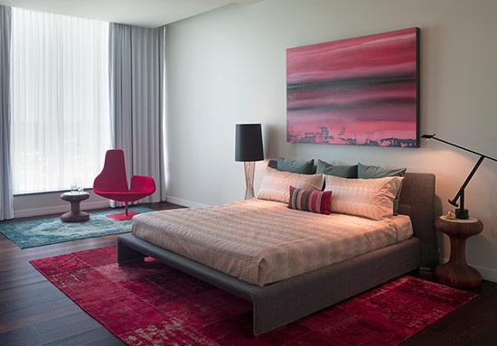 Những chiếc ghế màu đỏ mang lại vẻ đẹp hấp dẫn và nổi bật cho phòng ngủ. Tham khảo bộ sưu tập dưới đây bạn sẽ có thêm cảm hứng để thiết kế hay làm mới nội thất phòng ngủ của mình.