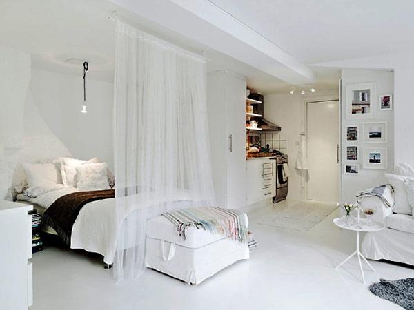 Đặt một tấm màn quanh giường, nó sẽ đem lại cho không gian ngủ của bạn một sự yên tĩnh và một cảm giác riêng tư.