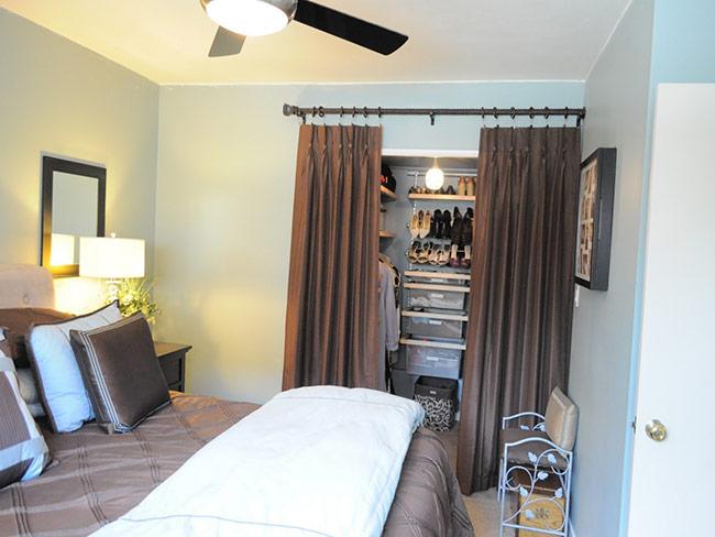 Đây là lựa chọn thông minh nhất cho những phòng ngủ có diện tích hẹp vì nó tiết kiệm tối đa không gian.