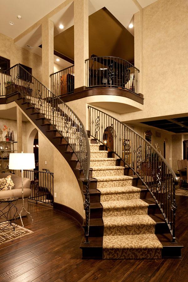 Đối với không gian rộng lớn như nhà biệt thự, resort thì mẫu cầu thang rẻ nhánh cũng là một lựa chọn rất tuyệt vời. Cầu thang kiểu này sẽ tạo thành 2 lối đi lên xuống riêng biệt ở 2 bên sẽ càng tôn lên vẻ đẹp uy nghi, tráng lệ và lộng lẫy cho ngôi biệt thự của bạn. Mẫu cầu thang này bạn đừng quên trang trí thêm các chi tiết như thảm trải cầu thang, đèn trang trí sẽ càng làm cho không gian này trở nên hoàn hảo thêm.