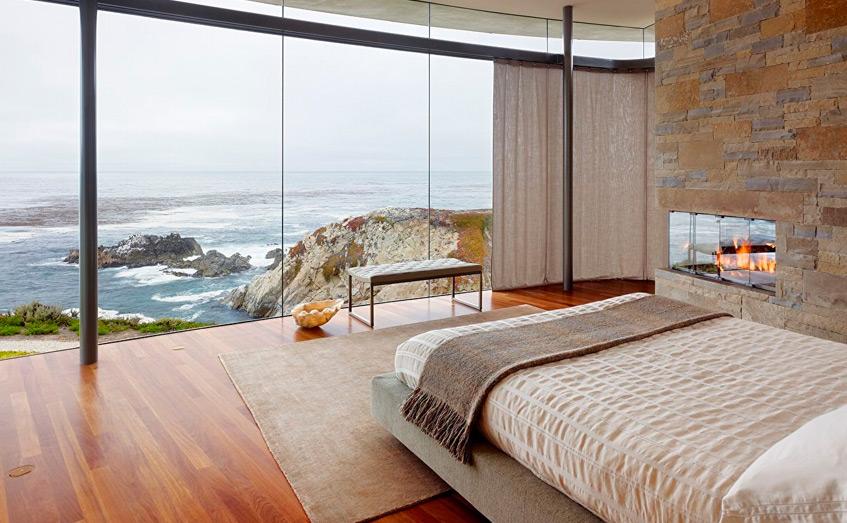 Vị trí của giường là một trong những điều quan trọng nhất của một phòng ngủ. Nó phải mang cảm giác mời gọi bạn nghỉ ngơi. Tốt nhất, nó phải tránh ánh sáng chiếu trực tiếp vào, không để giường đối diện với gương.