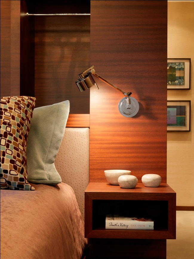 Đèn cạnh giường ngủ là một yếu tố quan trọng nếu như bạn là người sợ bóng tối