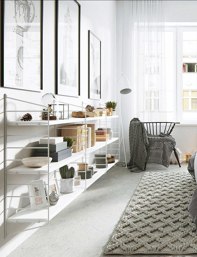 Kiểu giá đơn giản với sức chứa vô hạn luôn là món đồ được ưu ái lựa chọn trong căn hộ này.