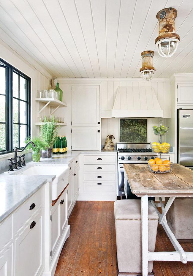 những tấm gỗ ốp tường kiểu này còn có thể được dùng cho cả trần nhà có mái. Cũng tùy vào sở thích mà bạn có thể giữ những tấm gỗ ở dạng nguyên bản hay sơn phủ bên ngoài, trắng là màu sắc được sử dụng đến nhiều nhất.