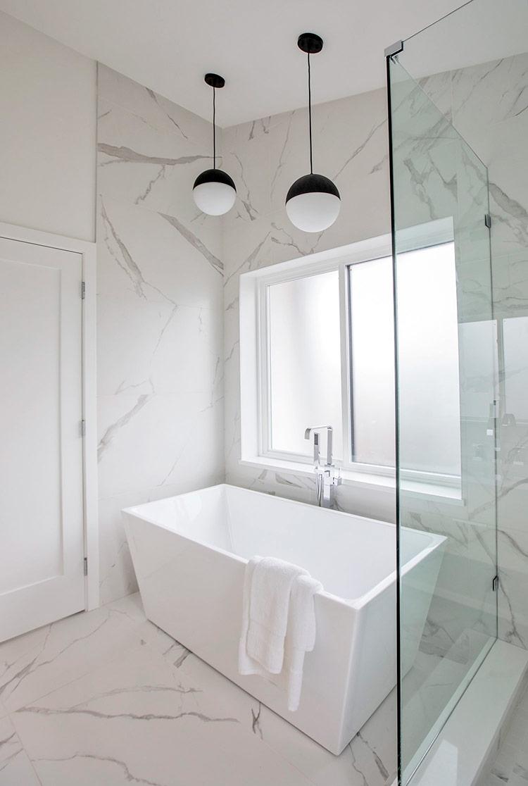 Bồn tắm sâu tạo sự thoải mái tối đa cho người dùng.