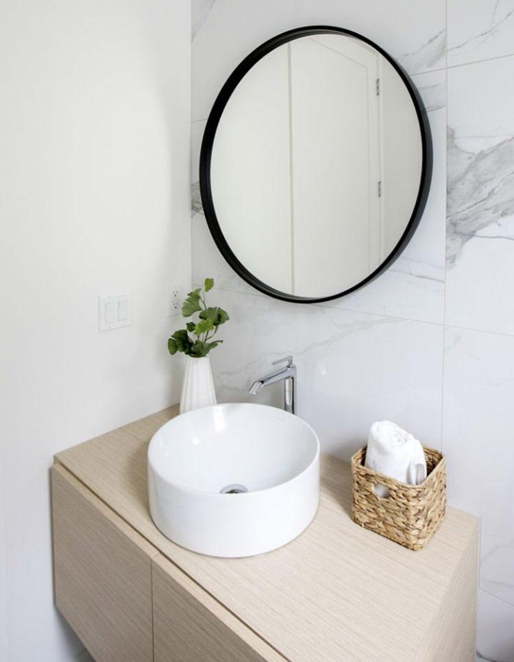 Bồn rửa sạch sẽ, sáng bắt mắt trong khu vực nhà tắm trông như bạn đang ở khách sạn 5 sao.