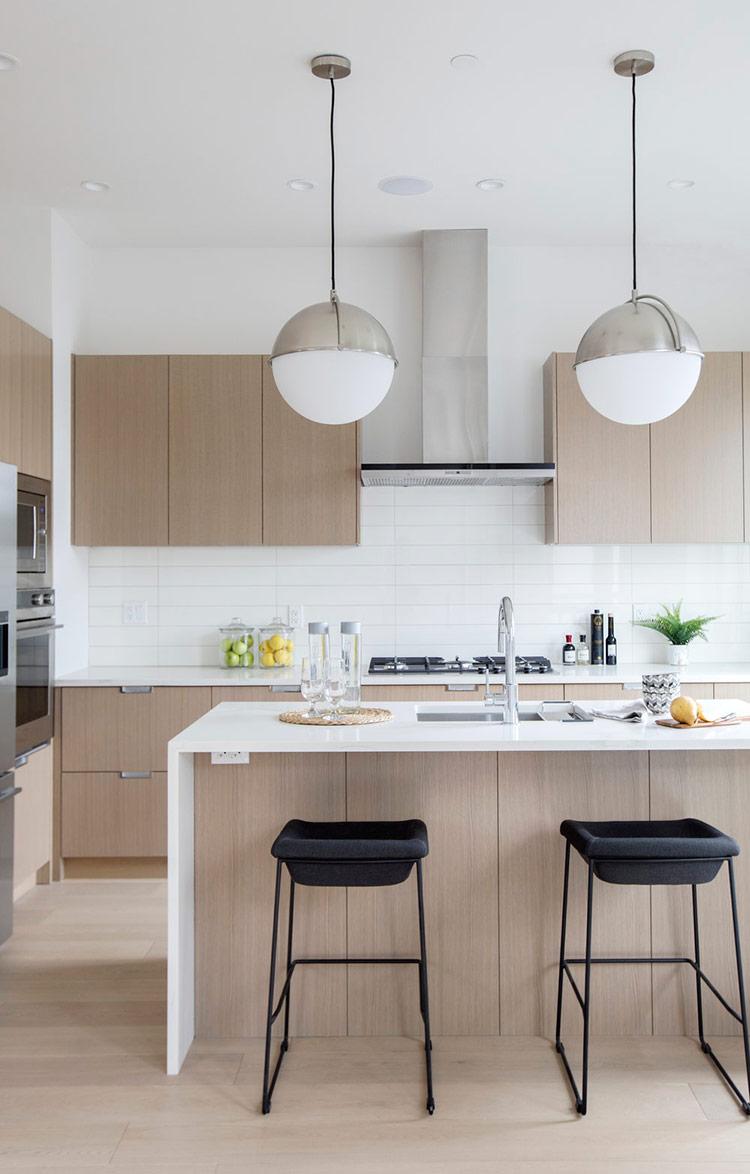 Ngôi nhà tối giản thiết kế cho hộ gia đình ba thế hệ trong khu phố Fraserhood thời thượng.
