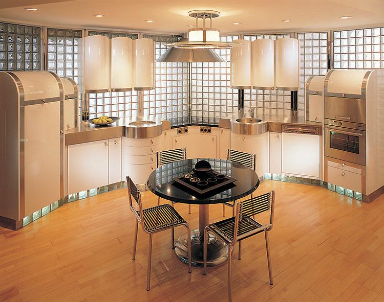 Các vách ngăn, tường giữa các phòng thường chiếm một diện tích khá lớn và cảm trở ánh sáng tràn vào nhà