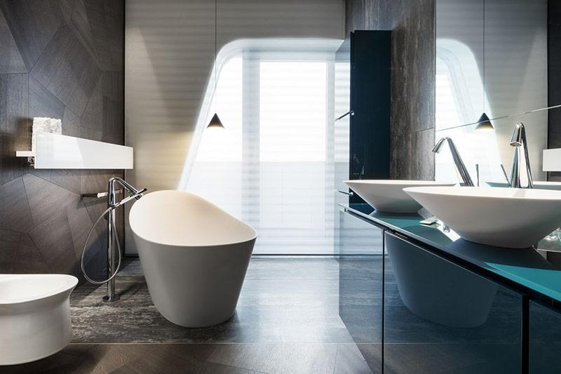 Thiết kế mượt mà có thể giúp một phòng tắm nhỏ như phòng tắm này trông cởi mở và tinh tế hơn.