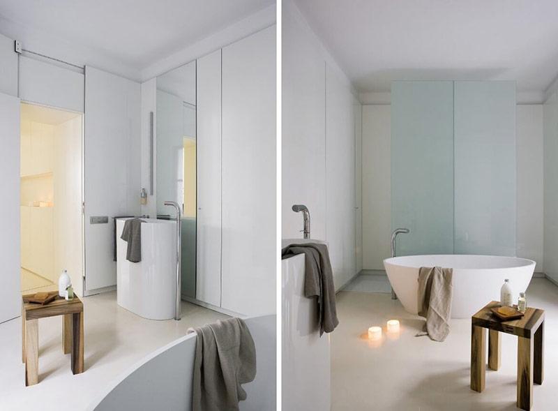 Bồn tắm tinh tế, chậu rửa và vòi trong phòng tắm này có thiết kế phù hợp, là một phần trong cùng bộ sưu tập. Điều đó mang lại cho không gian một diện mạo gắn kết và hài hòa.