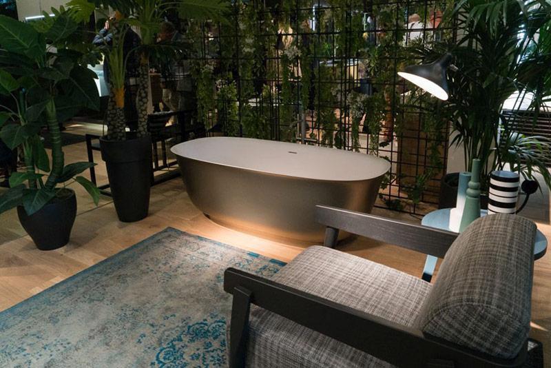 Thiết kế bồn tắm elip rất dễ nhận ra vì nó có một hoặc hai đầu dốc lên. Điều này giúp người sử dụng cảm giác thoải mái đồng thời mang tới cho vẻ ngoài của phòng tắm một sự sang trọng.