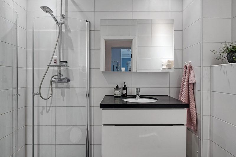 Phòng tắm sạch sẽ và đầy đủ tiện nghi.