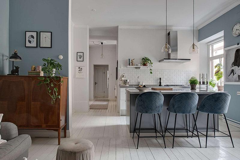 Thiết kế theo không gian mở nhưng các khu vực trong nhà được phân định theo màu sắc.