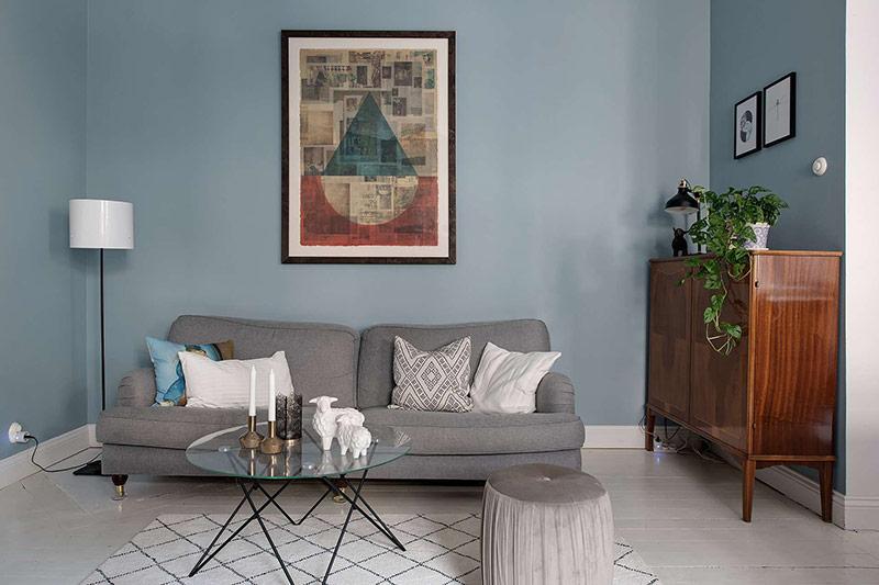 Đồ nội thất đơn giản, tranh vẽ trang trí thể hiện một hương vị độc đáo của cuộc sống.