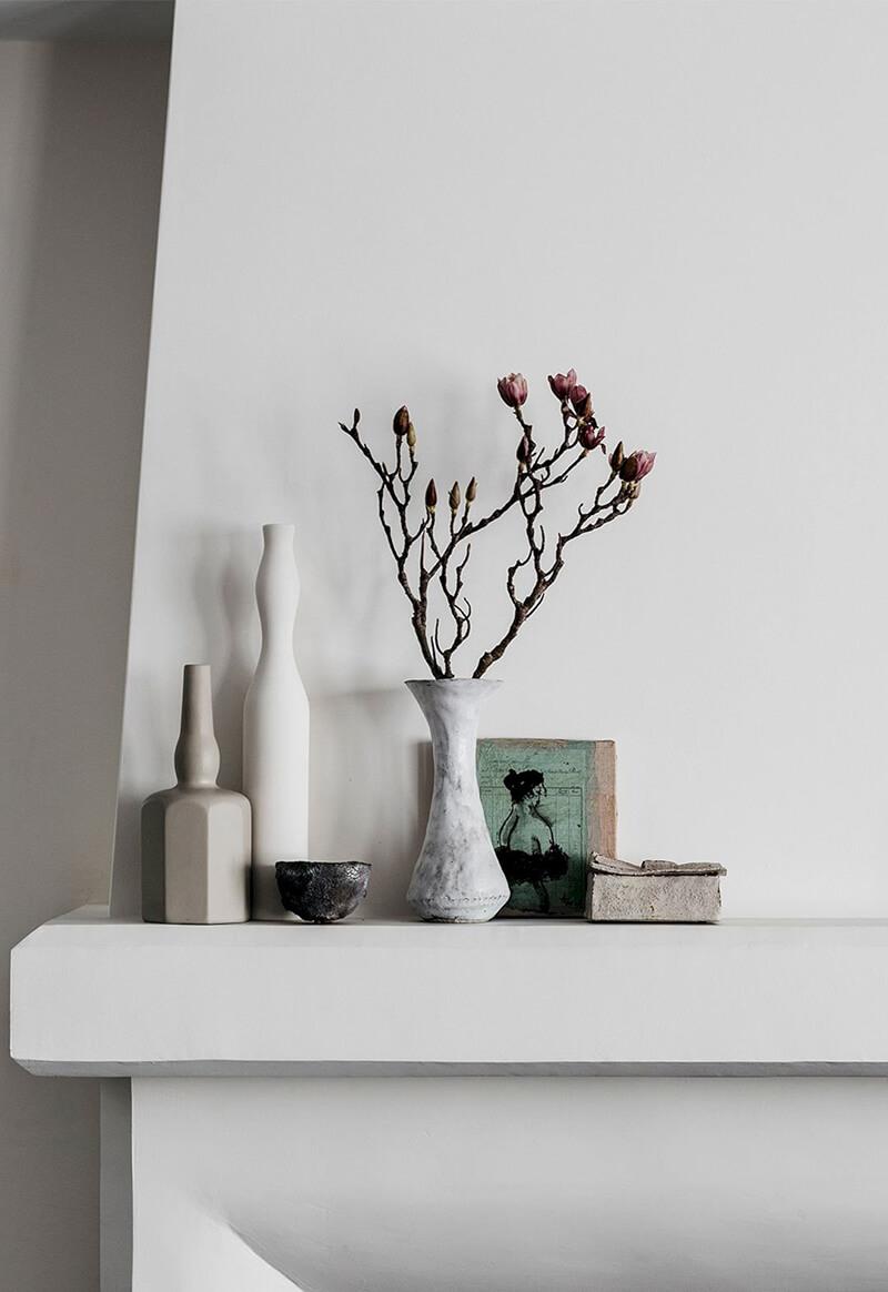 Thiết kế nội thất biệt thự lôi cuốn với gam trắng lạnh và trắng ấm